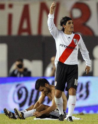 Ariel Ortega durante un partido