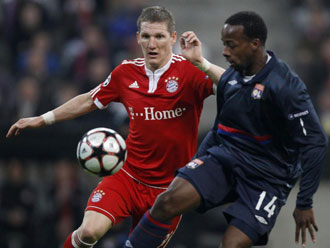 Bastian Schweinsteiger y Sidney Govou