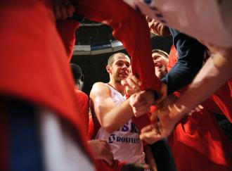 Ramunan Siskauskas, en medio del corro del CSKA