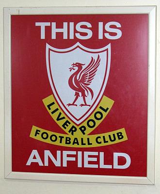 T�nel de acceso al c�sped con el lema 'This is Anfield'