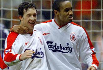 Fowler con Paul Ince en su etapa dorada como jugador del Liverpool
