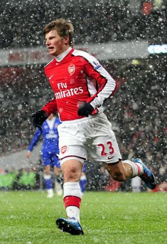 Arshavin bajo la nieve de Londres