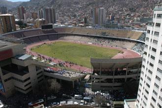 VISTAS PANORAMICAS DEL ESTADIO HERNANDO SILES, A 3.577 METROS DE ALTURA EN LA PAZ