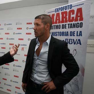 Simeone visita la EXPOFOTO de Marca, 'A ritmo de tango''