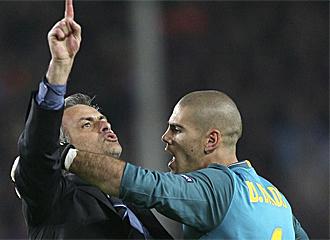 Mourinho y Vald�s tuvieron un enfrenamiento al final del partido.
