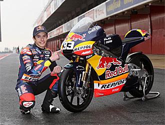 Marc M�rquez, con su moto en Motmel�.
