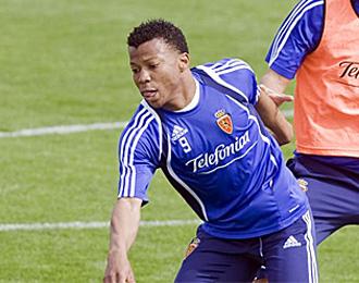 Ike Uche durante un entrenamiento del Zaragoza.