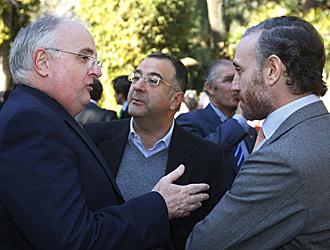 Uranga comparte tertulia con Roberto G�mez y Eduardo Inda