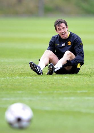 Gary Neville, en un entrenamiento con el Manchester