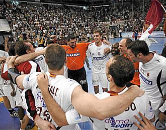Los jugadores del Ciudad Real celebrando el �xito europeo.