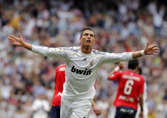 Cristiano Ronaldo celebra uno de sus goles a Osasuna