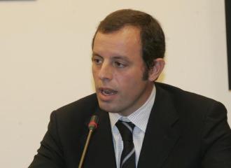 Sandro Rosell habla ante los medios