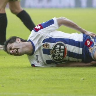 Riki se duele de su golpe en la cadera en el �rea del Zaragoza