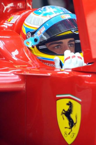Fernando Alonso, a los mandos de su Ferrari F10