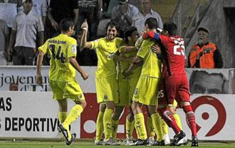 Los jugadores del Villarreal B celebran uno de los tantos marcados contra el Elche