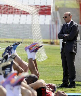 Monchi presencia un entrenamiento del Sevilla