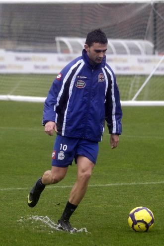 Adri�n, durante un entrenamiento del Deportivo
