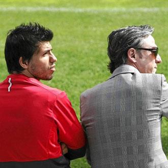 Garc�a Pitarch junto al Kun en un entrenamiento