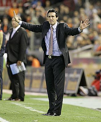 Emery hace una observación a sus jugadores durante el partido ante el Xerez