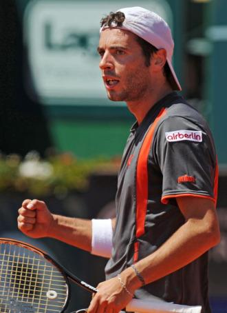 Albert Monta��s durante su partido ante Daniel Gimeno-Traver en Estoril.