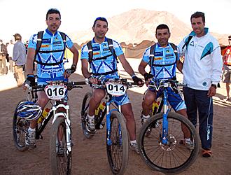 Agustín, 'Lute' y Angel Anguita, junto a Rafael Lorenzana, que tuvo que abandonar por diarreas, son los componentes del equipo Fuji-Mercaboadilla