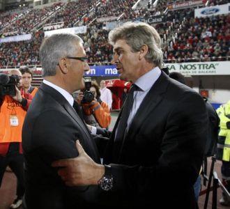 Manzano y Pellegrini se saludan antes del partido