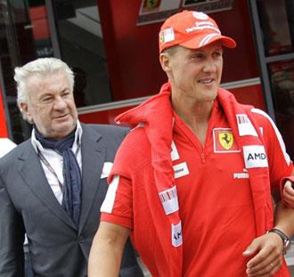 Shumi y su representante en la �poca de Ferrari