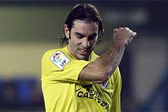 Robert Pires, cabizbajo durante un encuentro de esta temporada del Villarreal