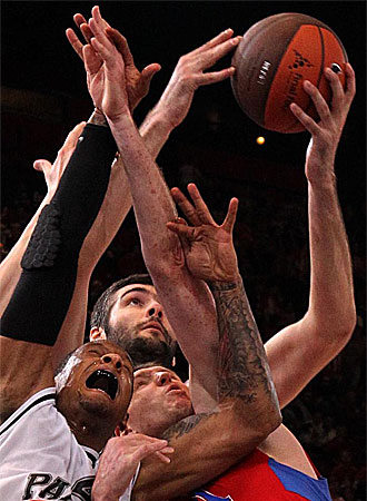 Una jugada del partido entre el CSKA y el Partizan.
