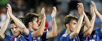 Los jugadores del Getafe saludan a la afición