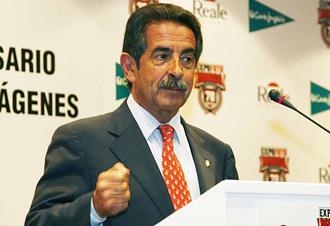 Miguel �ngel Revilla, presidente de Cantabria, es un gran aficionado del Racing
