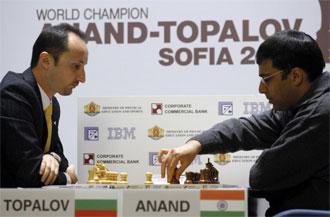 Anand y Topalov, durante la partida.