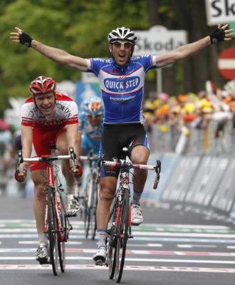 Jerome Pineau celebra su victoria en Novi Ligure.