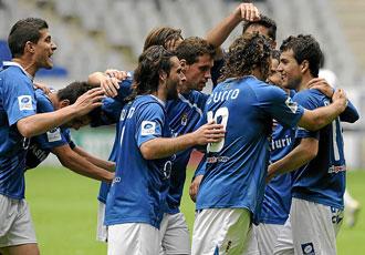 Los jugadores del Oviedo celebran un tanto conseguido esta temporada