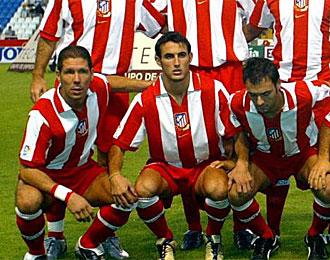 Juanma Ortiz, junto a Simeone, posando antes de un partido en Riazor en el a�o 2003.