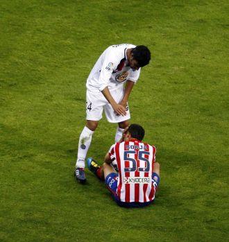 Borja se lamenta de su lesi�n sobre el c�sped del Calder�n