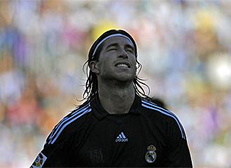 Sergio Ramos lamenta una ocasi�n fallada.