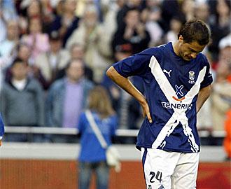 Culebras se lamenta tras la derrota en Mestalla.