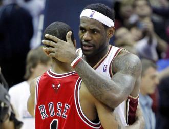 LeBron saluda a Derrick Rose