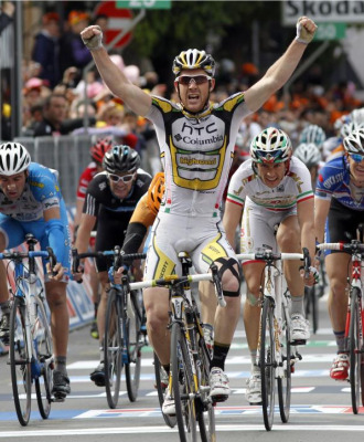 Matthew Goss celebrando su primera victoria en el Giro.
