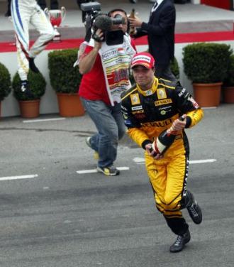 El belga Jerome D'Ambrosio celebra su victoria en Montecarlo