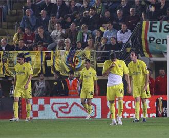 El Villarreal se lamenta tras un gol recibido