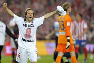 Diego Capel celebra la victoria ante el Atl�tico en la final de la Copa del Rey.