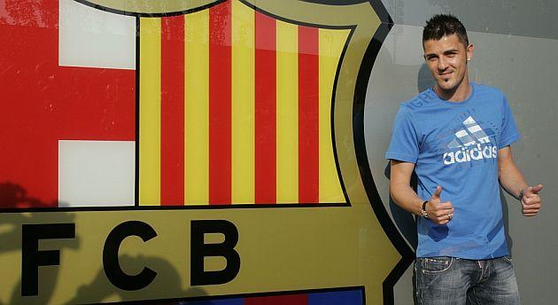 Villa posa con el escudo del Barcelona