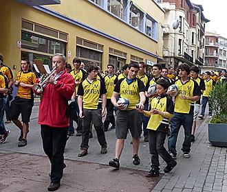 Las charangas y los colores gualdinegros volver�n a llenar las calles de Getxo al ritmo que marcar� el II Rugby Eguna