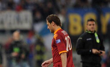 Totti fue expulsado por su terrible agresi�n