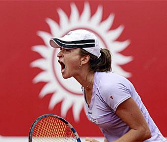 Alexandra Dulgheru celebra su victoria.