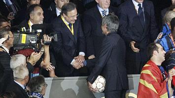 Florentino saluda a Mourinho