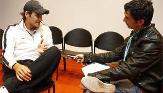Roger Federer y Joan Solsona durante la entrevista