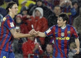 Ibrahimovic le da la mano a Bojan